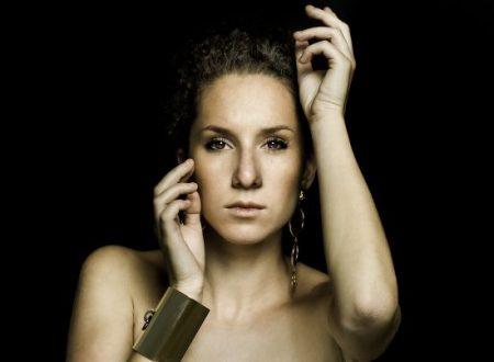 """""""Leggimi la mano"""" è il titolo del nuovo singolo della cantautrice Francesca Sarasso"""